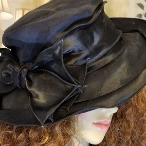 Giovannio Satin Hat With Bow
